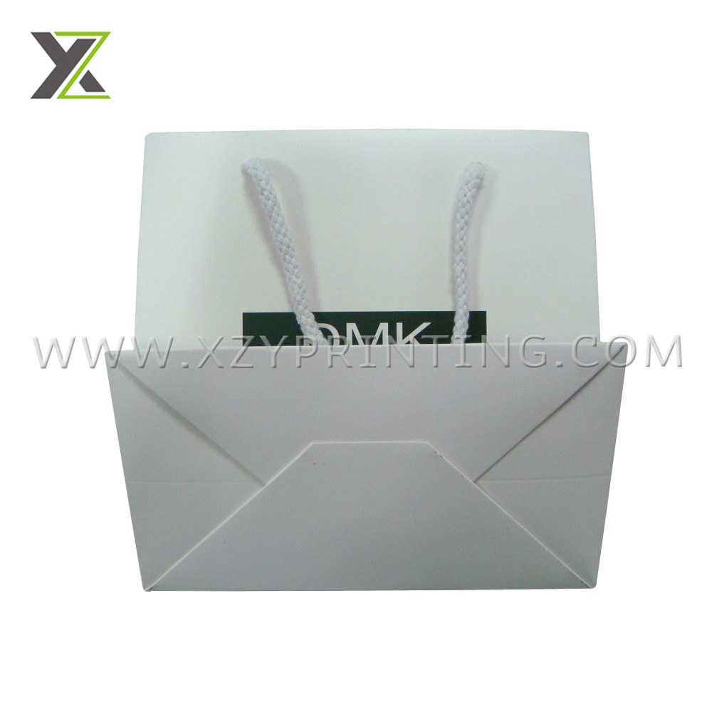 Custom laminated Cosmetic product paper bags with rope handle
